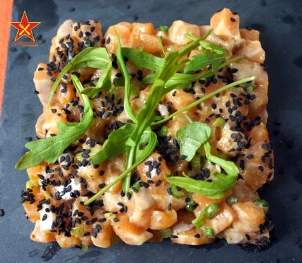 Tartar de salmón con cebolleta 1